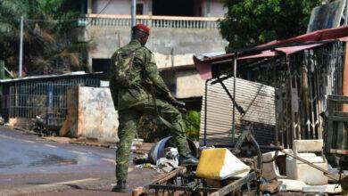 Photo de Traumatisés par le souvenir de 2011, des milliers d'Ivoiriens prennent le chemin de l'exil
