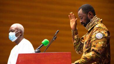 Photo de Boudé à l'extérieur, le nouveau pouvoir à Bamako cherche l'adhésion des Maliens