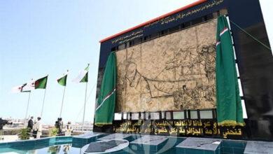 Photo de Le Président Tebboune inaugure une fresque murale à la mémoire des Algériens exilés durant la colonisation